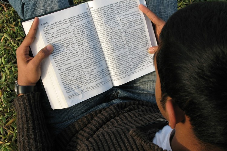 bibliat_olvas